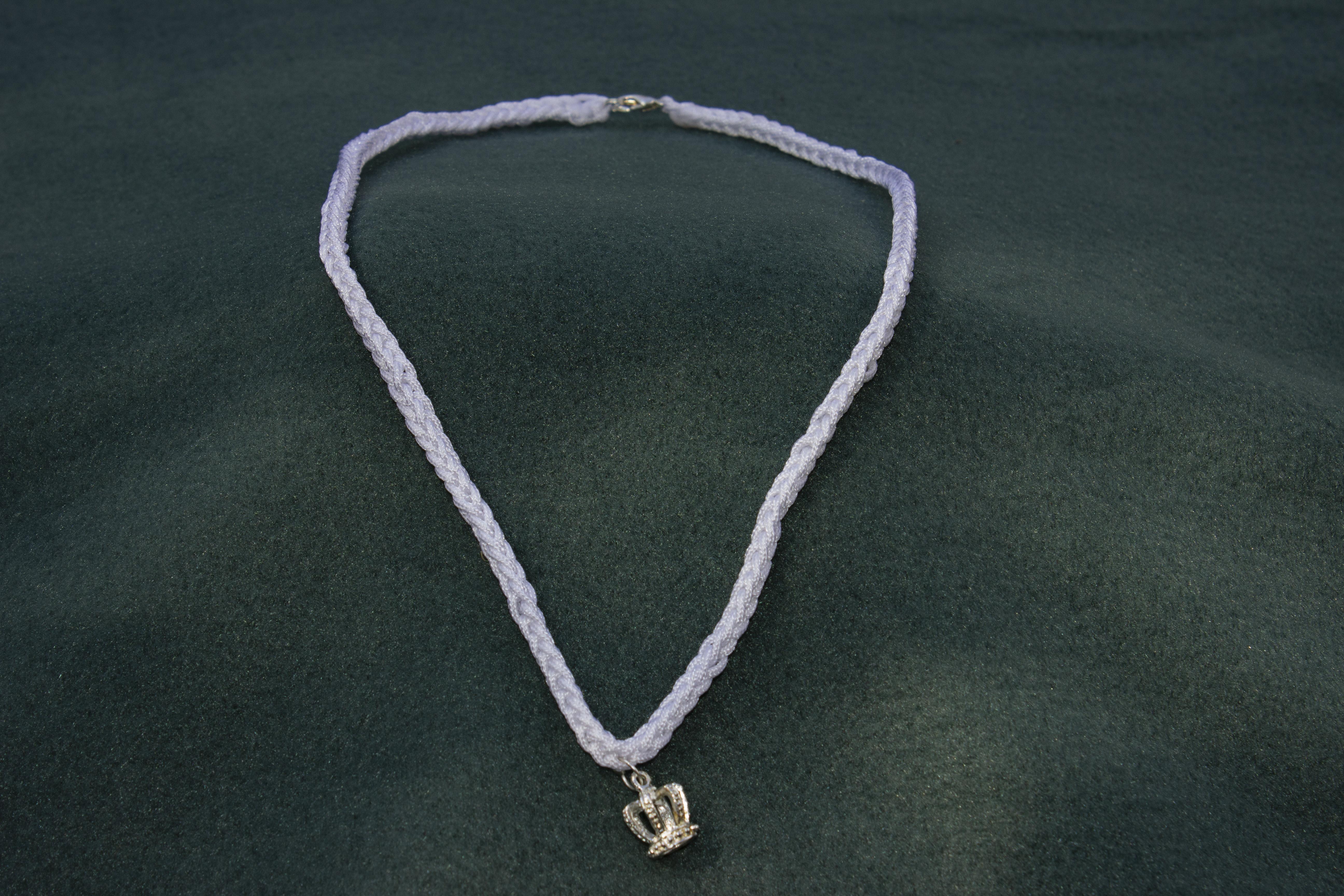 Halskæde med lille krone